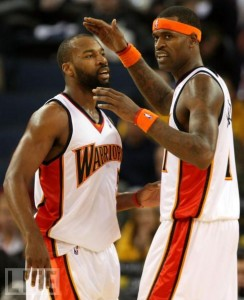 In this shot from the good old days, Stephen Jackson makes some kind of measurement involving Boom Dizzle's head.